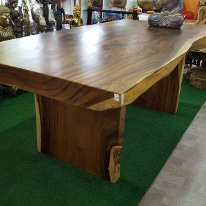 Stühle & Tische aus Massivholz